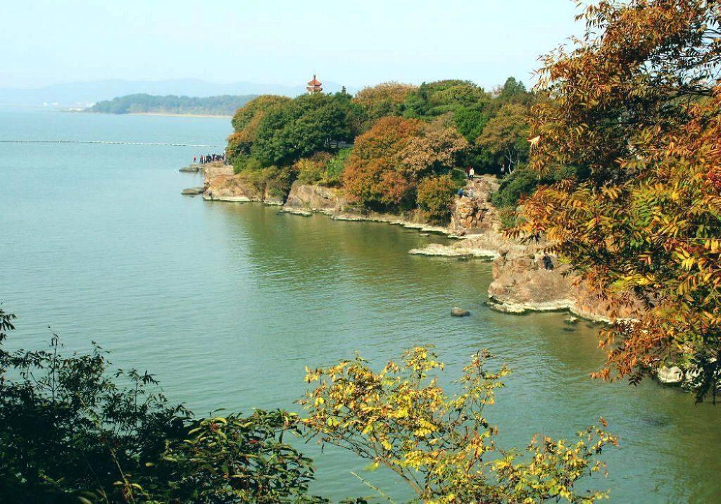 鼋头风光,山清水秀,浑然天成,为太湖风景的精华所在,当代大诗人郭沫若