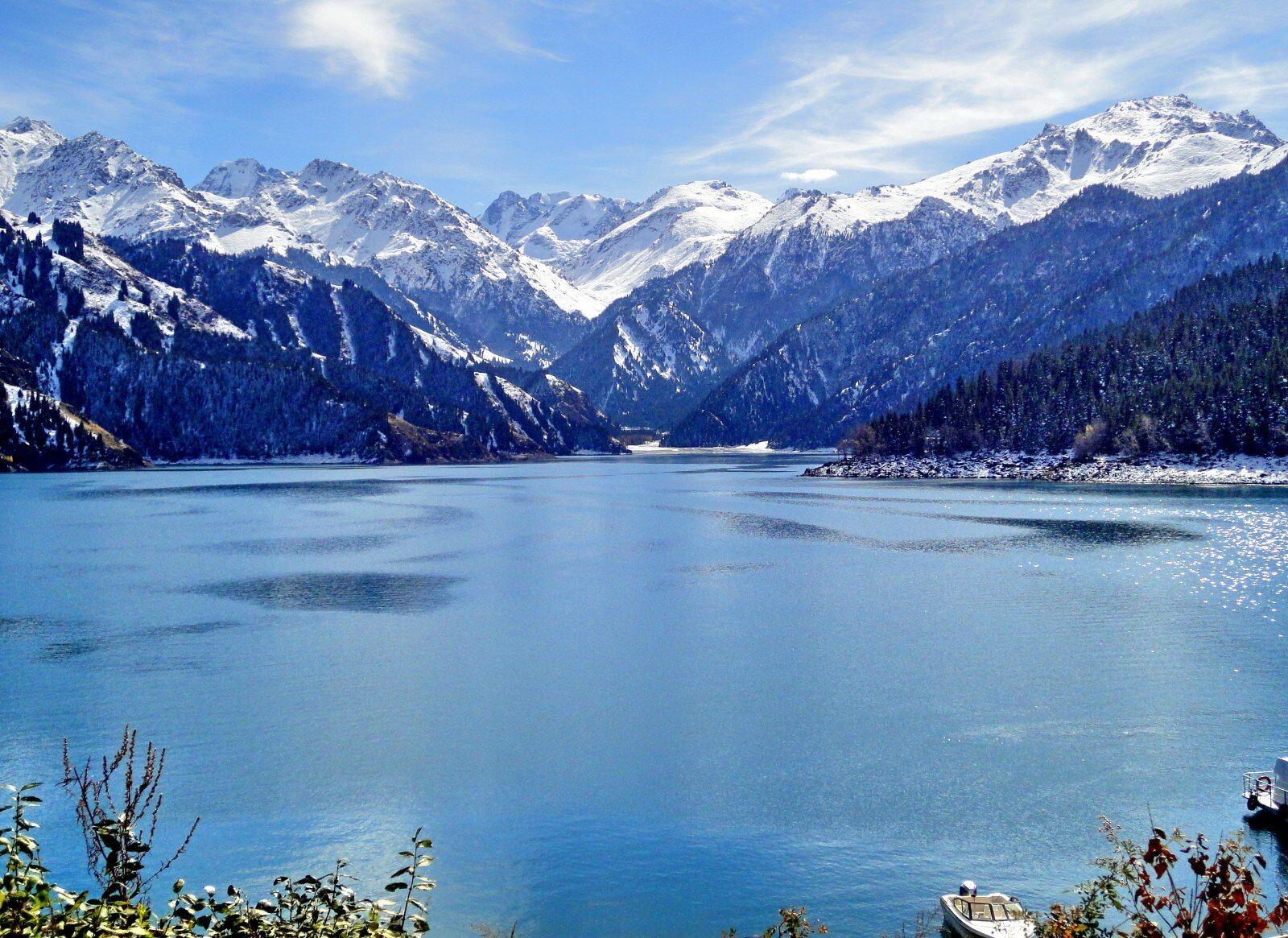后前往【天山天池风景区】(含区间车)(4h)位于新疆维吾尔自治区阜康县