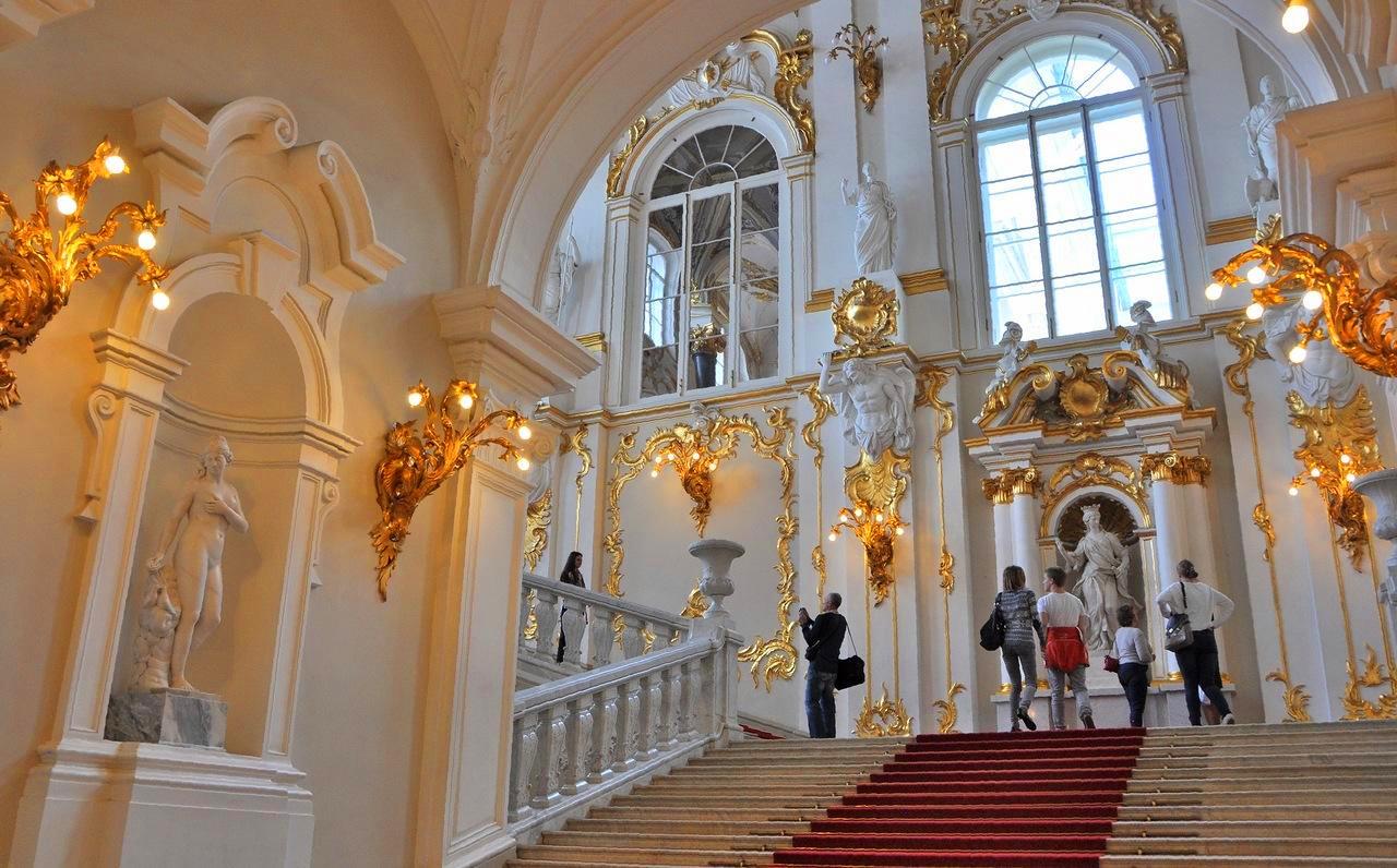 美丽的皇家广场-冬宫广场,亚历山大凯旋柱.图片