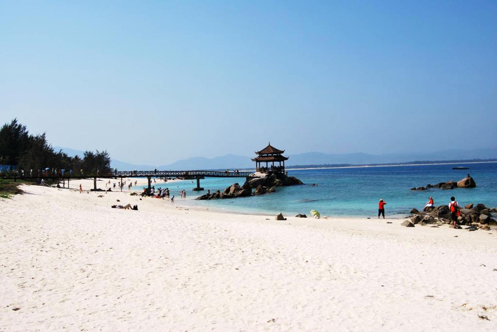 海立方度假酒店,备选:三亚湾假日,胜意,天通建国 明星景点:蜈支洲岛