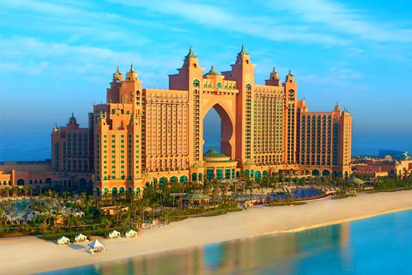 迪拜市区参观:观【朱美拉清真寺】【朱美拉海滨浴场】,外观欣赏世界
