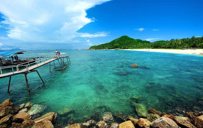 欢乐颂: 三亚蜈支洲岛,天涯海角,南湾猴岛七彩沙滩五星纯玩之旅